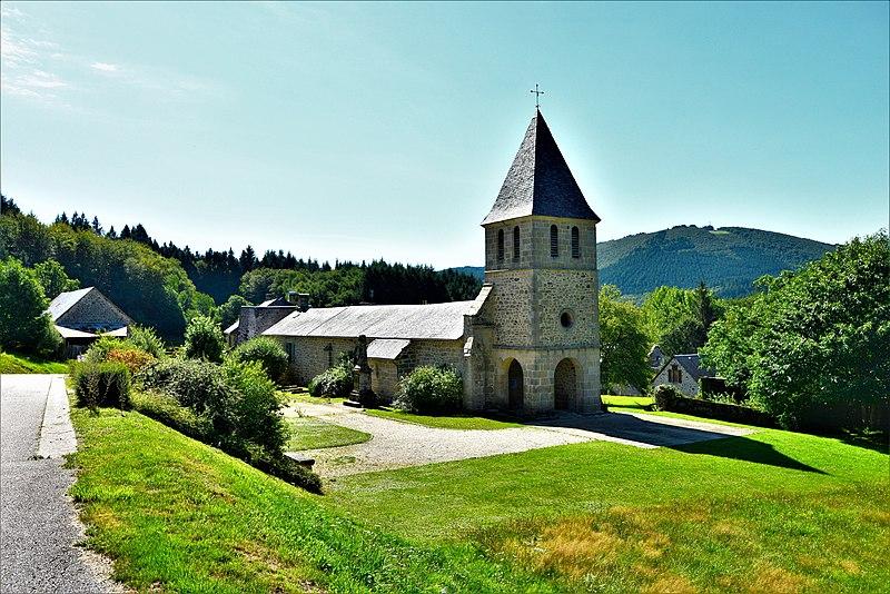 L'église_Saint_Pardoux_et_Saint_Salvy_à_Veix,_Corrèze,_France
